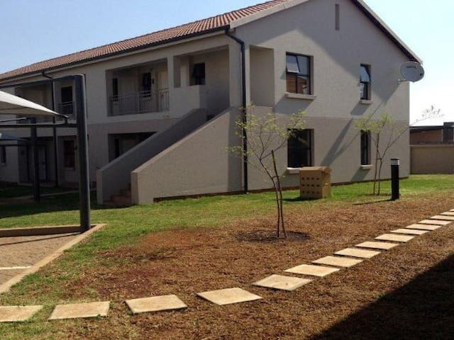 Ground floor 2 bedroom unit - Benoni - Apartment
