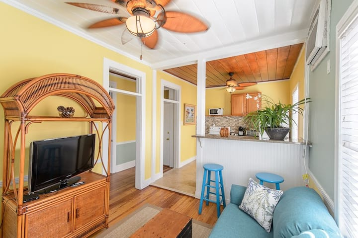The Caribbean Suite at Old Colorado Inn
