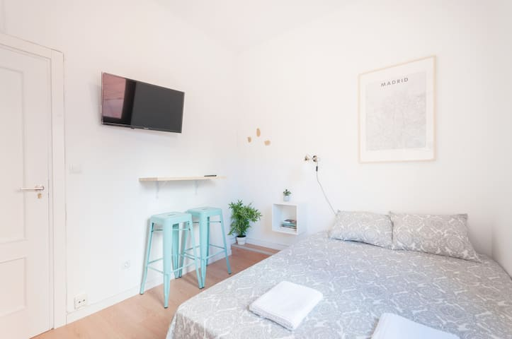 --Studio City Centre-Atocha-WiFi, A/C, SmartTV