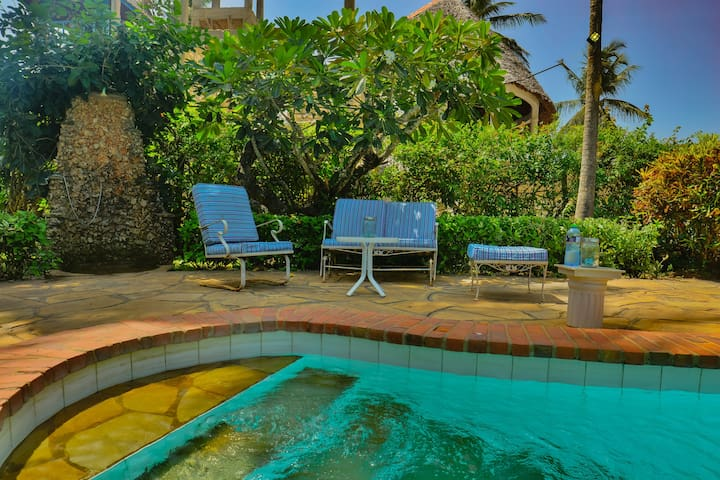Upani Diani Deluxe Family Suite, 300m to beach
