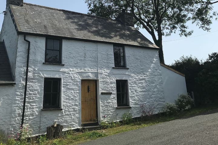 Peaceful & cosy Pembrokeshire stone cottage.