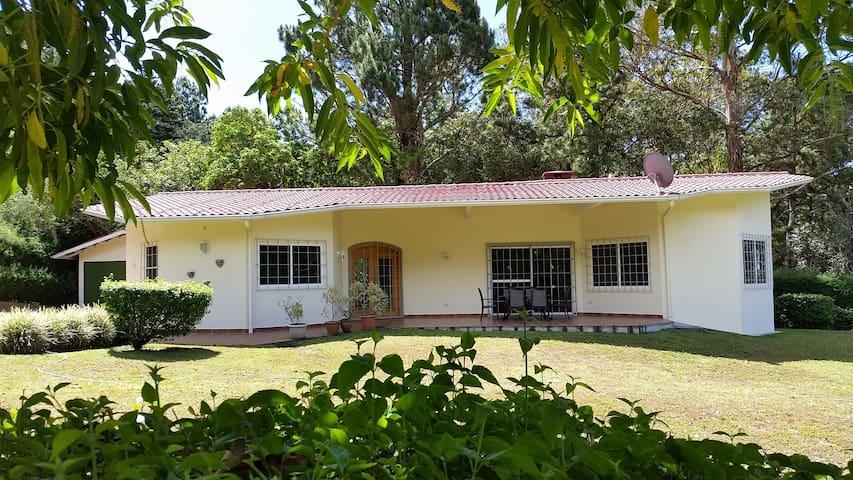 Las Plumas Holiday Home Rentals - Home Quetzal