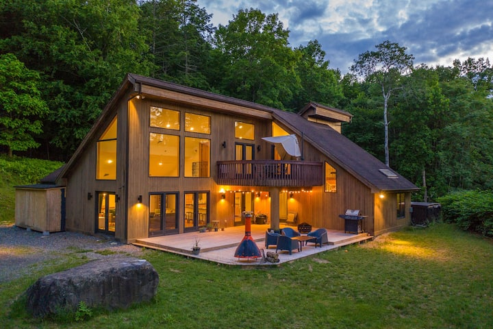 House in Highland: Secluded Retreat Near Walkway Over the Hudson