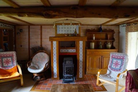 hytte med egen forplejning i en renovert bondegård.