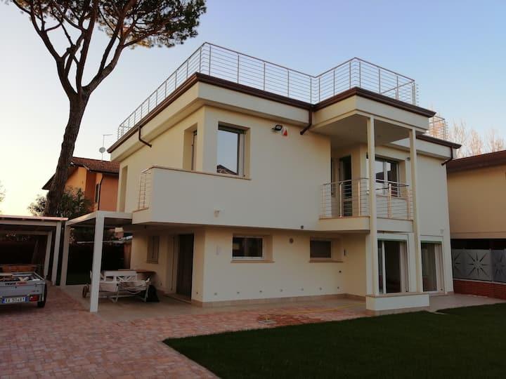 Villa Claudia in Lido di Camaiore zona Benelli.