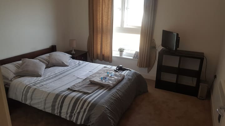 Modern Double Bedroom in Twickenham!