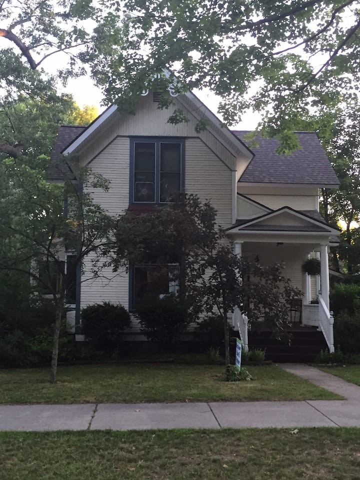 In-Town TC:   Rm #1   (3 rooms priced separately)