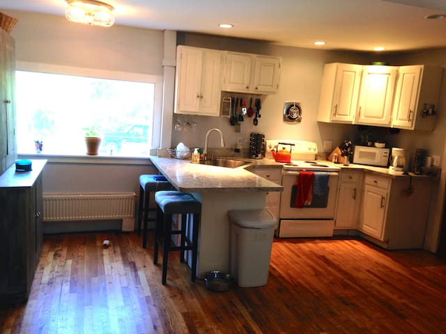 Adorable Apartment in Middlebury! - Middlebury - Apartemen