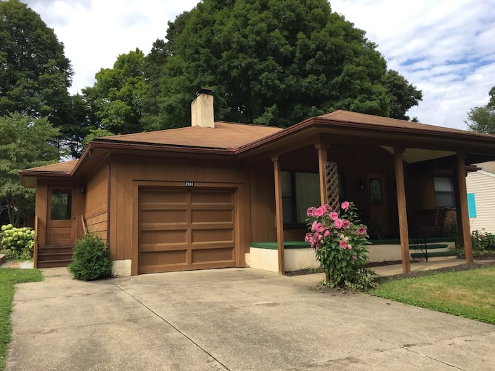 Entire main floor, ranch style home in Lakemore