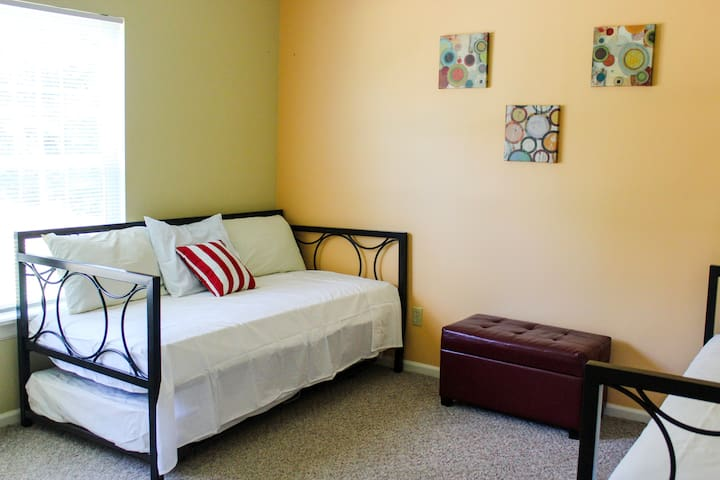 1st bedroom with 2 trundle beds (4 twin beds).