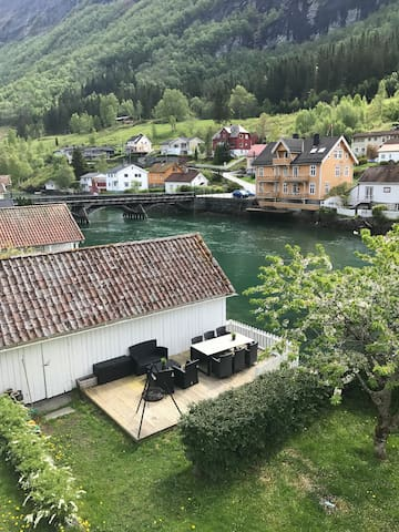 Stryn, house for rent by the river!