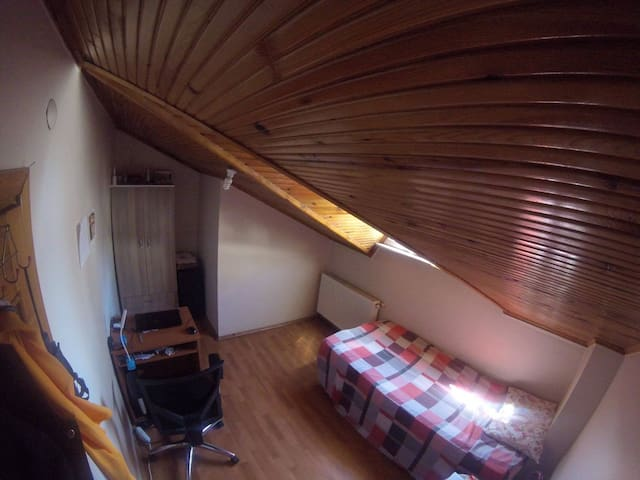 Little room in penthouse apartment in Ataşehir