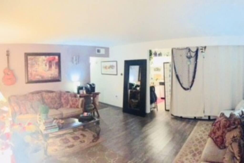 living room/Hallway