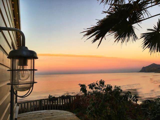 Unique Beach House - Stunning Views - Luxurious
