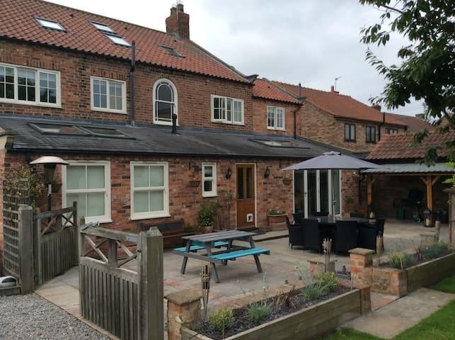 Manor House Farm - Bedroom 2