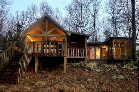 NEW Cottonwood Cabin atop Lookout Mountain