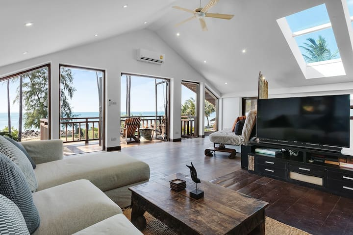 Malee Beach Front Villa E9