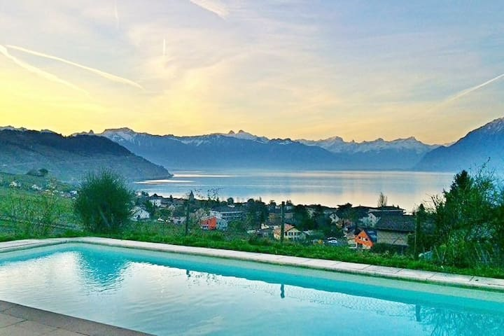 Cosy double-bed room in villa (Lavaux)