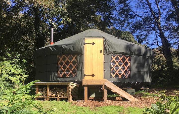 Riverside Cottage Yurt / Glamping