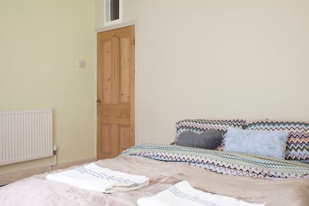 Convenient for Cardiff city centre - Cardiff - House - 2