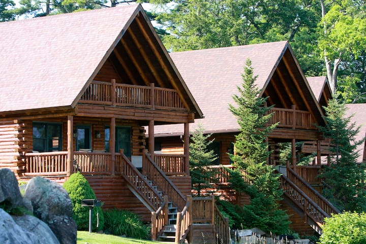 Luxury Lodging directly on the water! - Lake George - Cabaña