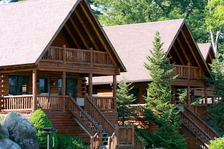 Luxury Lodging directly on the water! - Lake George