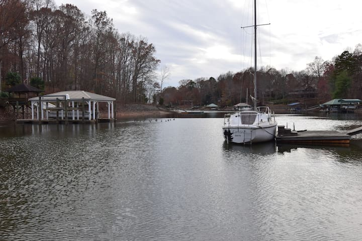 Charming, studio, right on the lake. - Mooresville - Hus