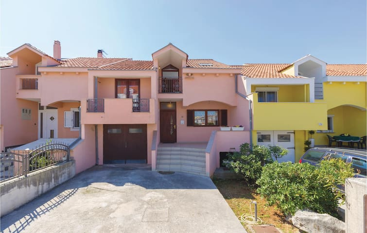 Holiday apartment with 2 bedrooms on 65m² in Zadar