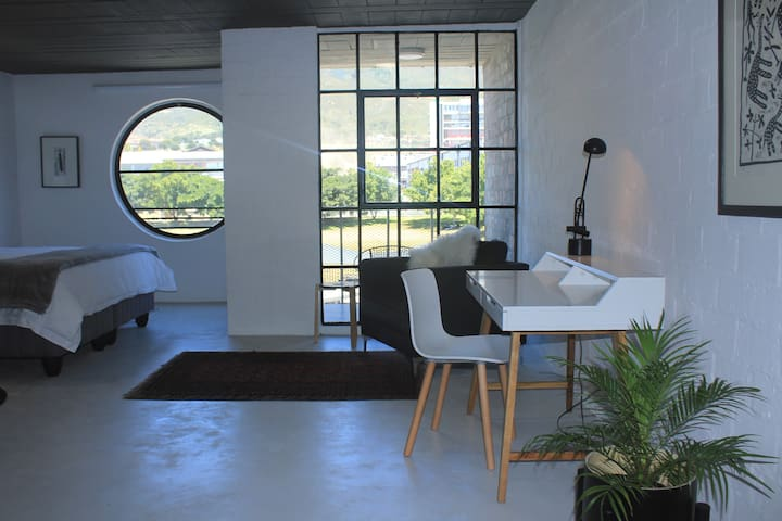 Atelier Blanc et Noir with Mountain Views #7