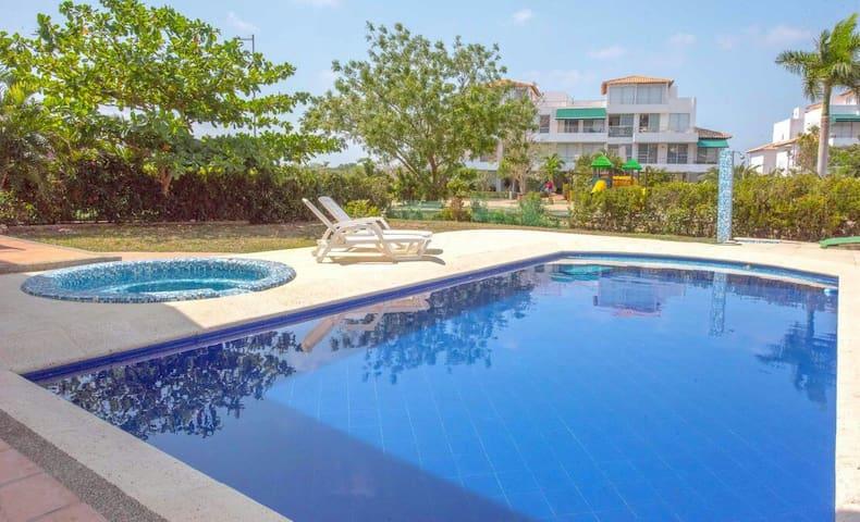 Apatamento con piscina propia