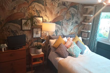 Lovely comfortable double room to rent