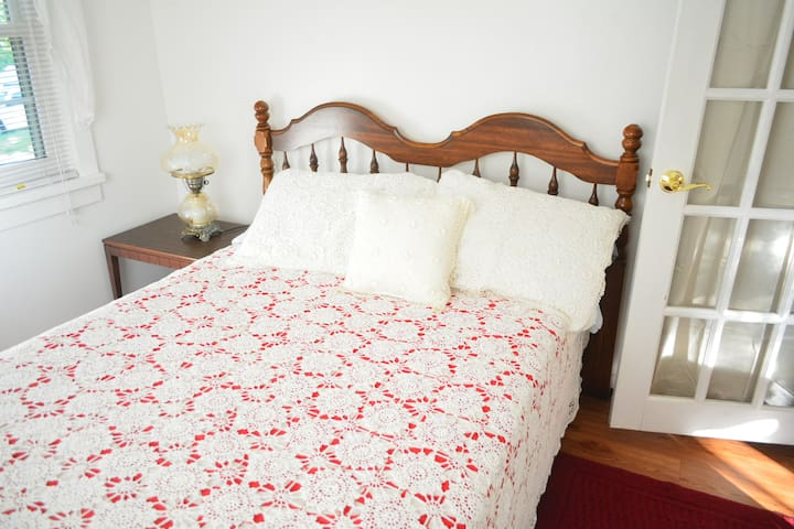 SECOND SMALL BED ROOM WITH DOUBLE BED
