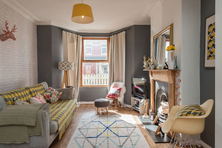 Stylish terraced house in Canton - Cardiff - Huis