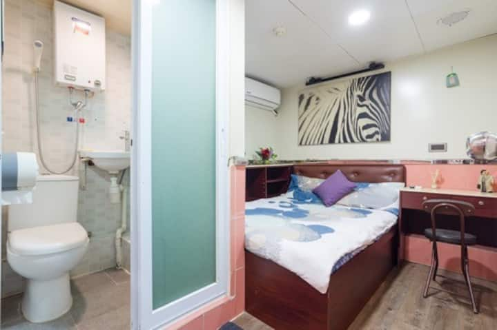 Double Room in Kowloon [1]