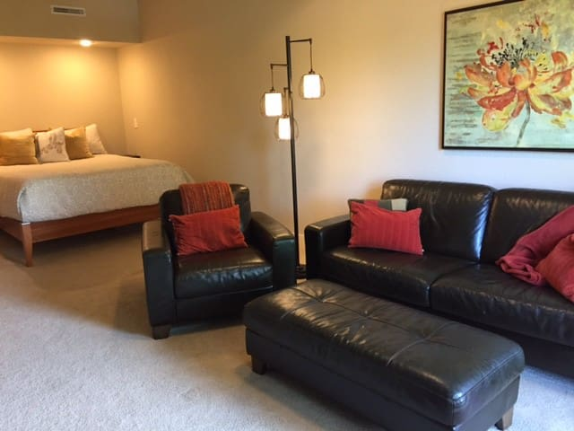 Large, separate entry unit; private bed and bath!