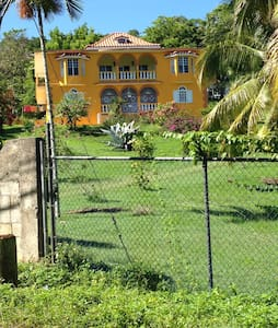 Family friendly with ocean view - St James