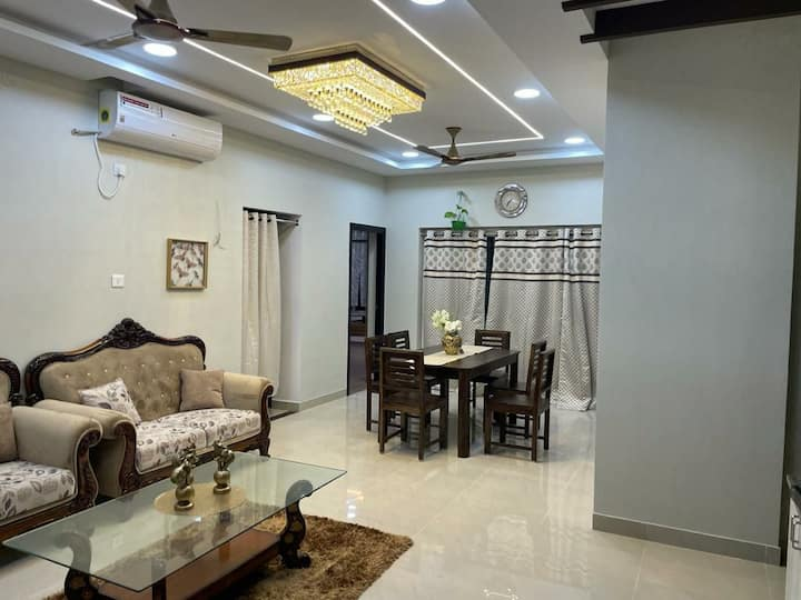 Fully furnished 3 BHK apartment Opp to MGM,Ecr!!!