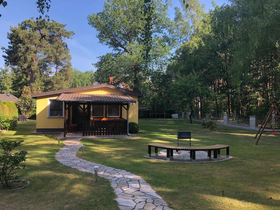 Idyllisches bungalow am waldrand bungalows zur miete in for Bungalow brandenburg