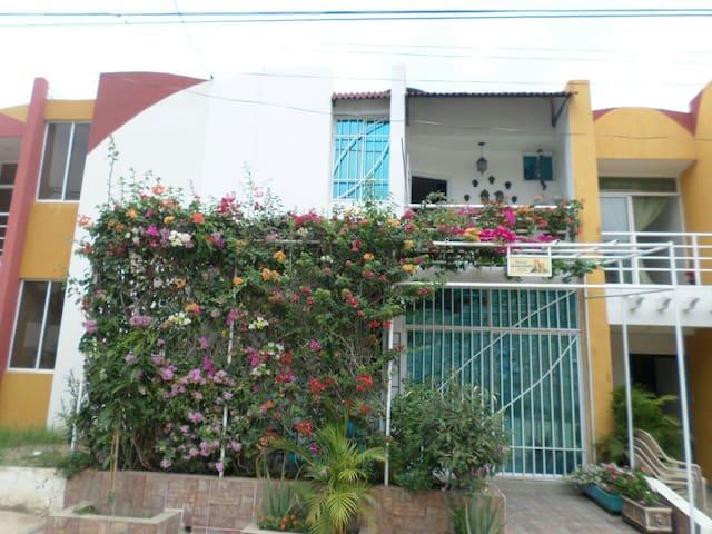 HABITACIONES EN HERMOSA CASA - Santa Marta - House