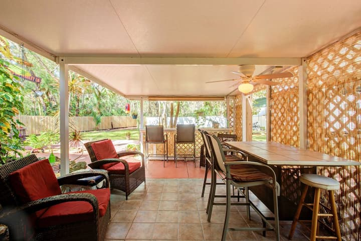 Bring the Whole Family! Great Outdoor Living Area-Dog Friendly-Close 2 Bch-Golf & Dining-Secure WIFI