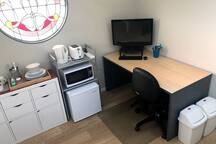 Cooking facilities & desk