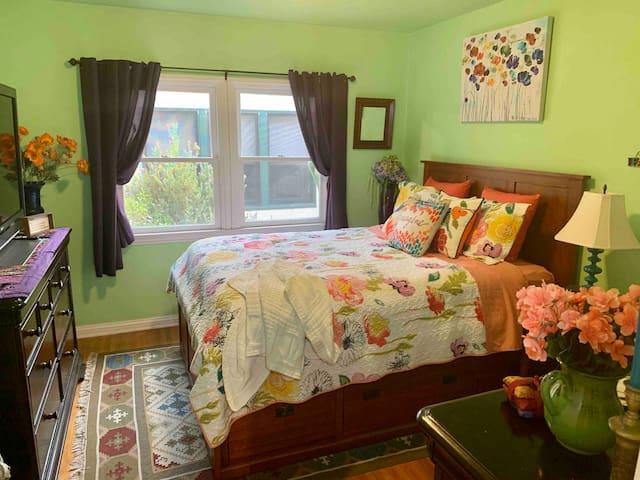 The Cota House Green Room