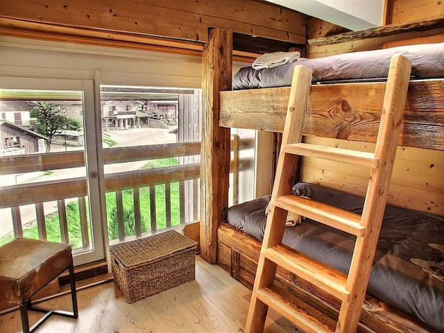 Chambre secondaire avec lits superposés