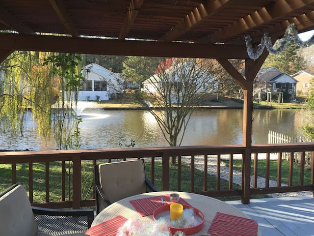Beautiful home with a gorgeous water view - New Bern