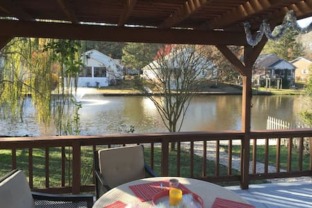 Beautiful home with a gorgeous water view - New Bern - Dům