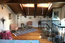La camera da letto che si trova al secondo piano,  si accede attraverso una scala a chiocciola interna