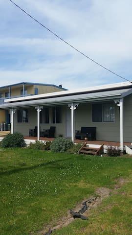 Coronet Bay Cottage