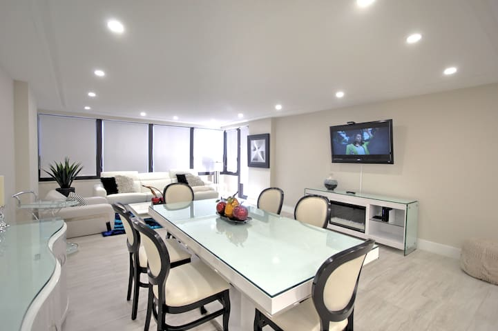 403 Biggest Apartm with Balcony at the Alexander