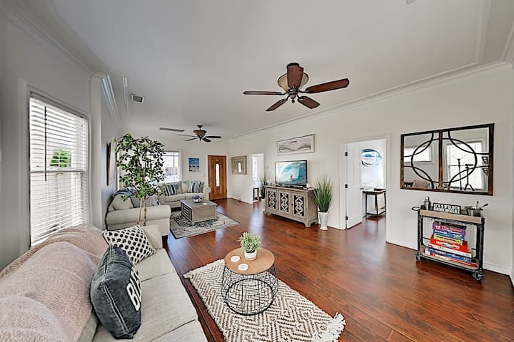 Downtown Cottage Near Beach – 2 Blocks to State St