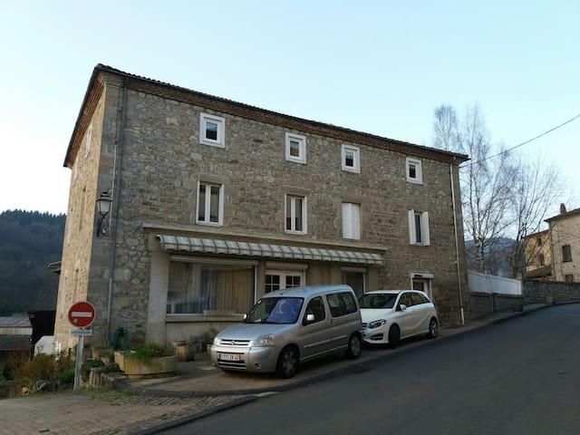 Maison familiale 15min d'Ambert - Vertolaye - Dom